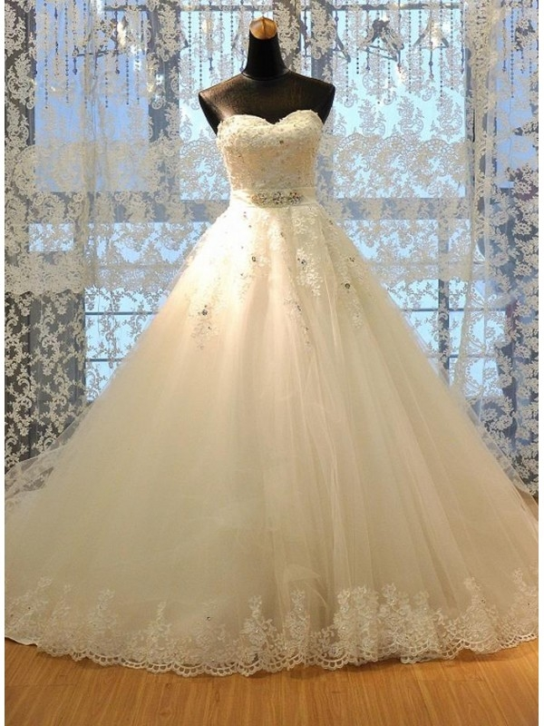 A LINE SWEETHEART LACE UP LACE WEDDING DRESS WITH BEADING dressbib.com