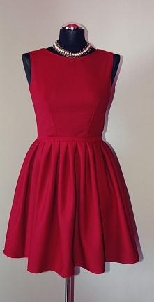 Bordową, rozkloszowaną sukienkę w kolorze bordowym uszyłam sobie na święta :)...