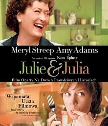 """Film jest oparty na opowiadaniu Julie Powell (Amy Adams) """"Julie and Julia: 365 Days, 524 Recipes, 1 Tiny Apartment Kitchen"""". Powell nie przepadała za swoja pracą sekre..."""