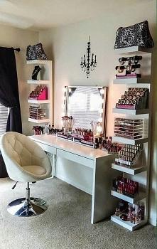 Cudo <3 półki Ikea/Lack, biurko Ikea/MICKE, Fotel pikowany/PEZZO