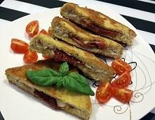 Tosty w panierce. Składniki: 4 kromki chleba tostowego2 plasterki wędliny (u...