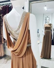 Pięknie zdobiona suknia. Od...