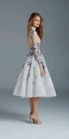 Kwiecista sukienka bez pleców