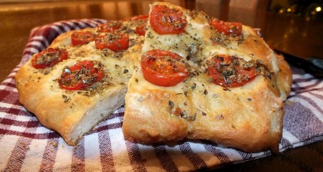 Pachnącą, włoska focaccia z pomidorkami cherry mmm :)
