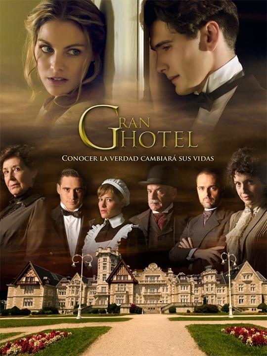 Zagadka Hotelu Grand (2011-2013)  Luksusowy Grand Hotel należy do potężnej rodziny Alarcón. Pewnego dnia zjawia się w nim Julio Olmedo, który postanawia na własną rękę zbadać okoliczności zaginięcia jego siostry, Cristiny. Pod fałszywym nazwiskiem zatrudnia się jako kelner i prowadzi prywatne śledztwo. W hotelu poznaje piękną Alicię, córkę właścicielki hotelu. Młodzi zakochują się w sobie bez pamięci. Jednak Alicia jest już zaręczona z zarządcą hotelu - małżeństwo to zaaranżowała jej matka, głowa rodziny, Teresa. Alicia postanawia pomóc Julio. Razem odkrywają mroczne sekrety rodziny Alarcón.