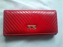 luksusowy czerwony portfel. Nic tylko podziwiać go:) Szczegóły KLIK na zdjęcie