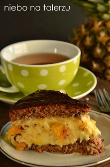 Ciasto orzechowe z kremem brzoskwiniowym