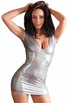 Red Corner 2715562 koszulka Efektowna mini sukienka, wykonana z obcisłego i elastycznego materiału, z krótkim rękawkiem