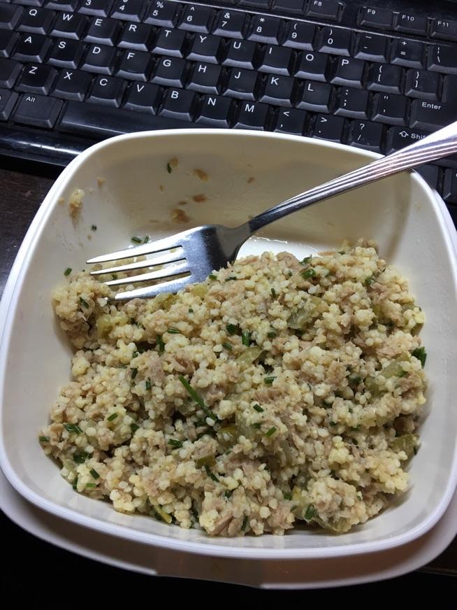 Sałatka kasza jaglana + tuńczyk idealna do pracy