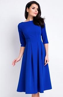 Awama A159 sukienka niebieska Elegancka sukienka, wykonana z jednolitego materiału, rozkloszowany krój, dekolt typu łódka