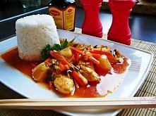 Kurczak w sosie słodko kwaśnym z ryżem i ananasem :)  Składniki: 3 filety z k...