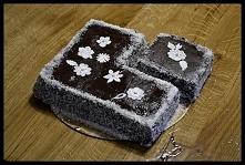 Tort czekoladowy z dekoracj...