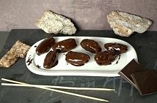 Proszę bardzo.Zdrowa przekąska na słodko! Daktyle w gorzkiej czekoladzie! Koniecznie spróbuj :)