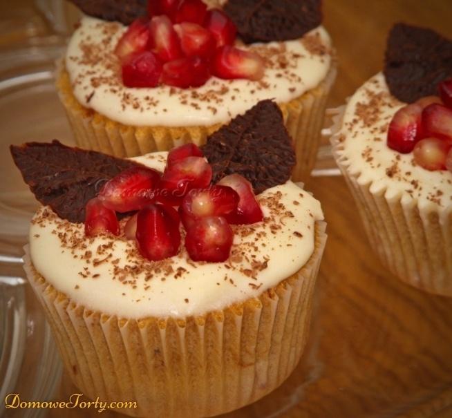 Kawowe muffinki z granatem i czekoladą! idealne do weekend'owej kawy! :) Smacznego!