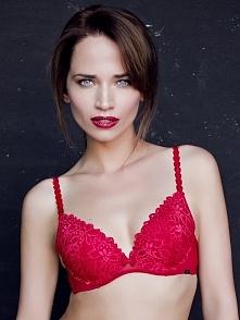 Zmysłowa bielizna damska firmy Agio w czerwonym kolorze. Usztywniony biustono...