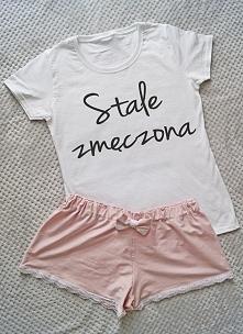 Kolejny zestaw:  koszulka z napisem plus spodenki z kokardą :)  Dół koszulki ...