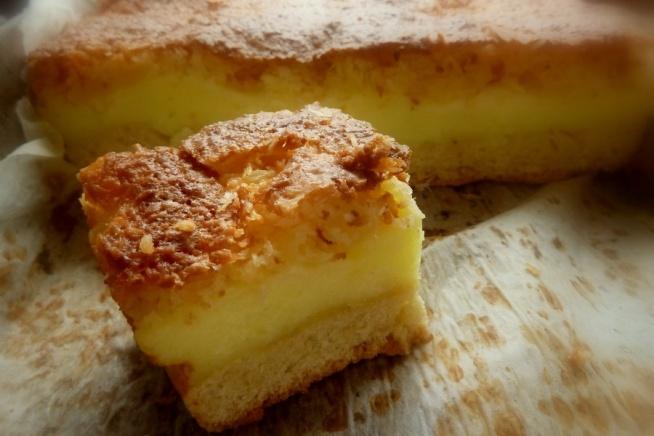 Ciasto budyniowe z ananasem i masą kokosową. Przepis po kliknięciu w zdjęcie.