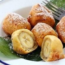 banany w cieście FIT!! Potrzebne: 3 banany, 3 jaja, proszek do pieczenia, 150 g mąki orkiszowej, 50 gr płatków kokosowych Przygotowanie: Wszystko mieszać dopóki nie będziesz gła...