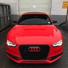 Agresywne czerwone Audi RS7