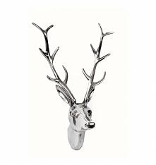 Poroże jelenia do powieszenia na ścianie w kolorze srebrnym. Głowa dekoracyjna ozdobna wykonana z aluminium. Wyjątkowy i piękny dodatek do wnętrz urządzonych w stylu glamour . G...