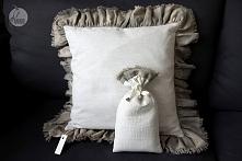 rustykalna poduszka dekoracyjna z pięknymi falbanami