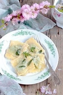 Ravioli z pokrzywą i masłem szałwiowym - z bloga Every Cake You Bake