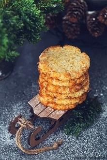Kokosanki! :) Lepszego sposobu na wykorzystanie nadmiaru kaszy jaglanej chyba nie znajdziecie :) Chrupiące na zewnątrz i miękkie w środku ciasteczka przypominające smakiem kokos...