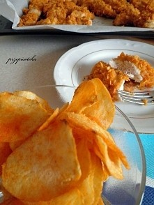 Czosnkowy kurczak w chipsach paprykowych Składniki: 500 g filetów z piersi ku...