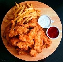 Stripsy KFC Składniki: podwójna pierś z kurczaka (50 dag) 1/4 łyżeczki soli 1...