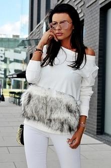 Sweter z kieszeniami z futra