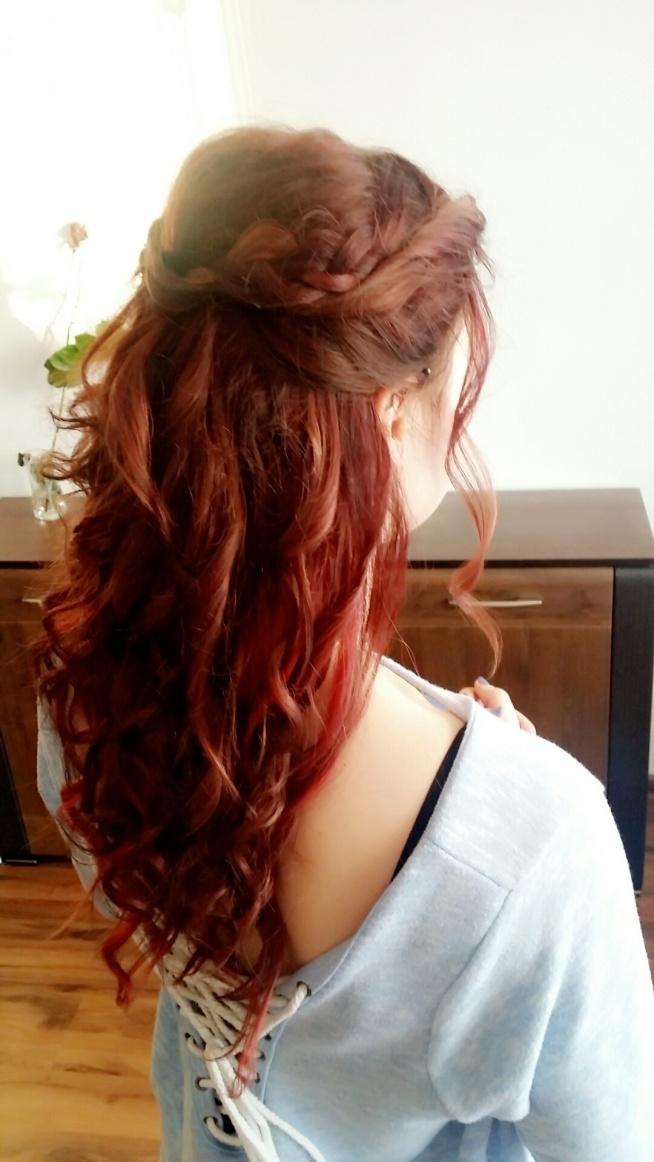 Czerwono Brązowe Włosy Idealna Fryzura Sukienka I