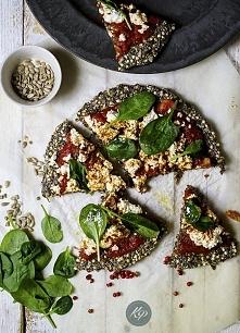 Najzdrowsza pizza świata  Składniki: ¾ szklanki wody ¼ szklanki nasion chia 2...