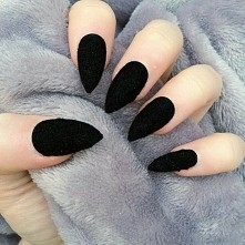 ° BLACK ° NAILS °