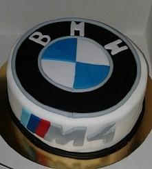 hej, mój chłopak jest pasjonatepasjonatem BMW , wymyśliłam