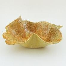 Serweta czy misa?. Ceramiczny wyrób rękodzielniczy. Niepowtarzalny kształt i wzór. Ceramiczna misa z białej gliny bez szamotu - bardzo dekoracyjna z wytłoczeniami koronkowymi we...