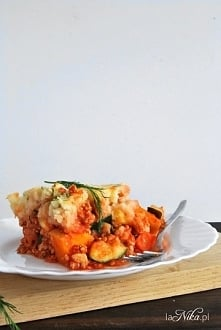 Zapiekanka z mięsem mielonym, cukinią, dynią, marchewką i puree ziemniaczanym...