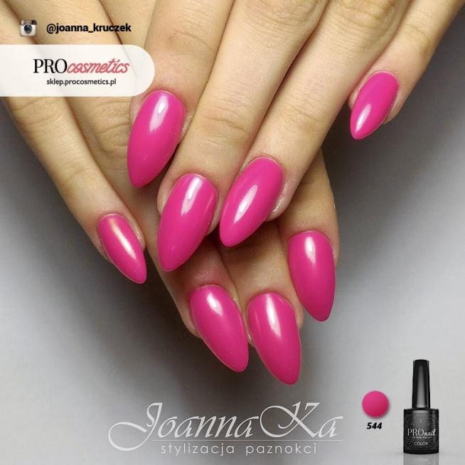 Paznokcie żelowe Różowe Pomalowane Z Użyciem Lakieru Hybrydoweg Na