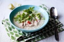 Tajska zupa ryżowa z kurczakiem
