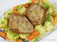 Karkówka pieczona z warzywami w rękawie Składniki (dla 2 osób) 400g karkówki ...