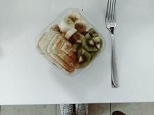 Bananowe tosty bez chleba z owocami  :* Przepyszne i zdrowe, polecam. Przepis na blogu :  FIT JEST GIT