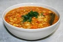 Składniki: na. 3-4 porcje  2/3 szklanki czerwonej soczewicy 4-5 œredniej wielkoœci ziemniaków 2 marchewki 1 cebula 2 zšbki czosnku ok. 1, 5 litra wody/bulionu warzywnego 200 ml ...