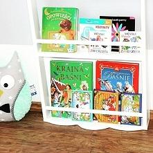 półka na książki wykonana z za małego przewijaka