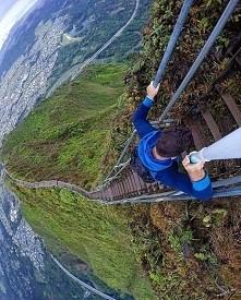 """Ha'iku - zakazany szlak na Hawajach  """"Niewiarygodne miejsca na Ziemi"""""""