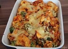 Składniki      300g mrożonego lub 500g świeżego brokuła     500g tortelloni z nadzieniem np. szpinak i ricotta     200g pieczarek     500g passaty pomidorowej (karton) lub 400g ...