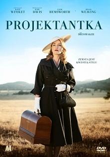 """Projektantka (Krawcowa) (2015) komediodramat Film ukazujący powrót dziewczyny do rodzinnego miasta z którego """"wypędzili """" ją, ponieważ oskarżono ją jako 10-latkę o zab..."""