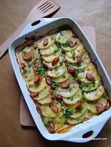 zapiekanka z ziemniaków i kiełbasy, przepis po kliknięciu w zdjęcie.