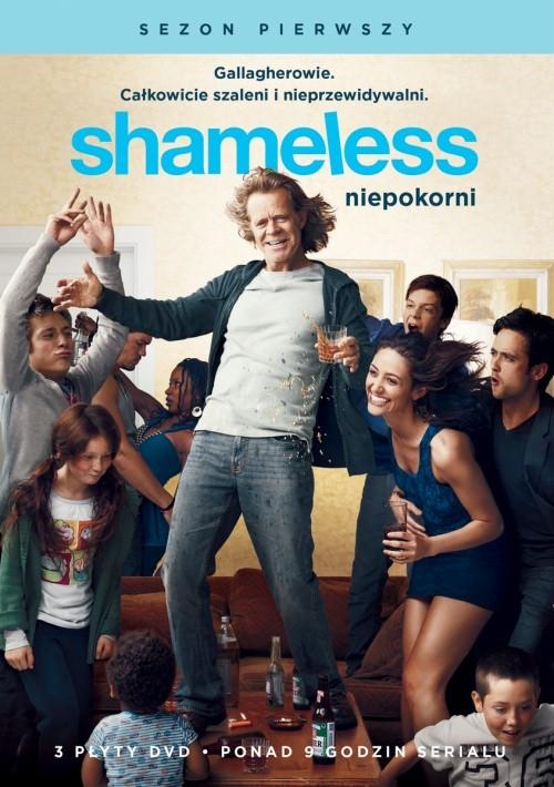 Shameless - Niepokorni (2011-)    Jedną z głównych postaci tego komediodramatu od stacji Showtime jest Frank Gallagher, który jest bardzo nieodpowiedzialną głową rodziny. Bohater jest alkoholikiem i spędza większość czasu, leżąc nieprzytomny w salonie, zamiast zajmować się swoimi pociechami. Dzieciom nie pomaga także matka, która odeszła od rodziny. Cały ciężar za prowadzenie domu i rodziny spada na barki najstarszej córki Fiony. Bohaterka w związku z niedyspozycją rodziców sama zajmuje się wychowywaniem swoich licznych braci i sióstr. To nie jest jednak zadanie łatwe do wykonania.