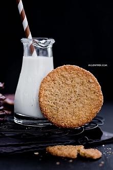 Chrupiące ciastka owsiane z czekoladą, przepis po kliknięciu w zdjęcie.