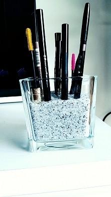 kocham ten porządek ❤ teraz przy sprzątaniu podnoszę tylko szklanke z pędzelk...