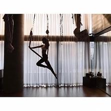 Yoga w powietrzu ( Jennie - BLACKPINK )